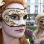 Hinter der Maske...